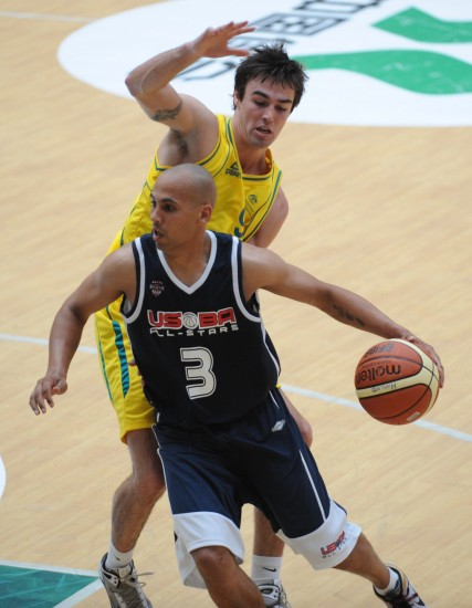 图文-国际青年男篮对抗赛美国胜澳洲带球突破