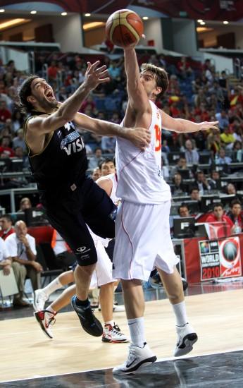 图文-[男篮世锦赛]西班牙81-86阿根廷斯科拉上篮