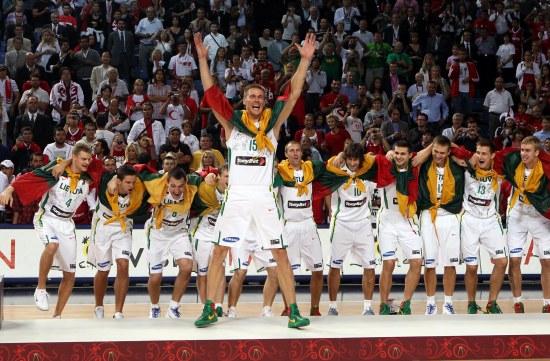 图文-[世锦赛]塞尔维亚88-99立陶宛颁奖礼上庆祝