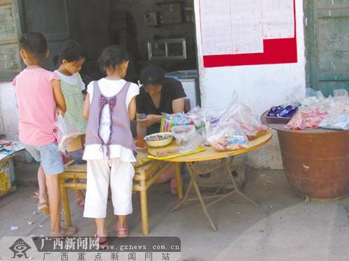 小学被私彩店包围7岁女童1学期偷拿三千刮奖(图)