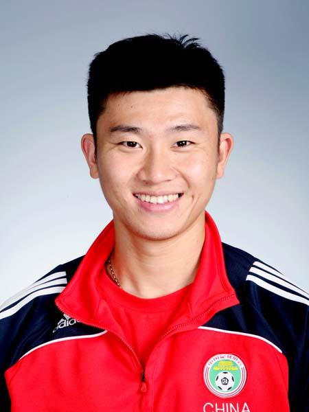 图文-中国男足奥运代表团 中场球员周海滨