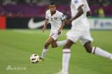 卡塔尔球员突破到前场