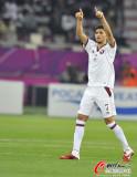 卡塔尔球员向球迷致意