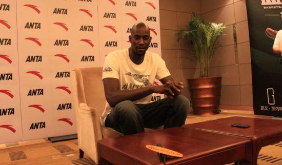 加内特接受新浪体育记者采访