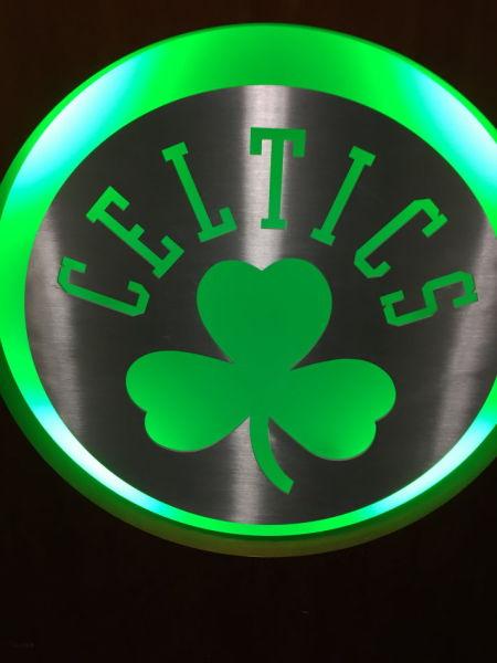 金属logo-波士顿前方手记 丛林中的一片绿叶 更衣室看傻眼