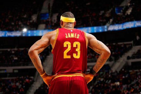 如果工资帽大幅上涨,詹姆斯明年甚至有可能拿到3000万美元的起薪