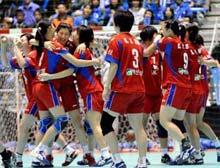 韩国女子手球队击败日本队赢得北京奥运会入场券