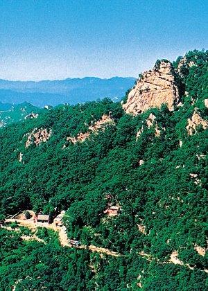 鹫峰山风景区旅游指南    旅行路线    ① 公共汽车:北京—遵化