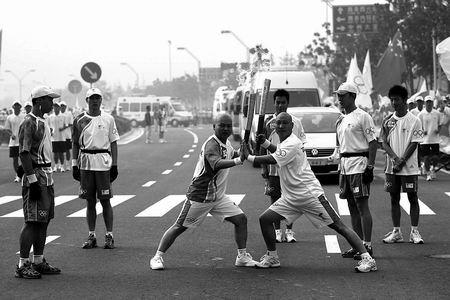 少林寺僧人担任火炬手 期待武术成为奥运比赛项目