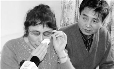 家人隐瞒李妮娜外婆去世消息母亲流泪希望她退役