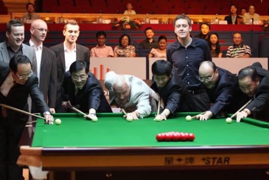 图文-斯诺克上海大师赛首日赛况众领导打响第一炮