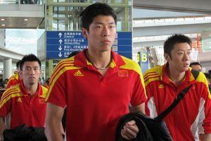 男排载誉归来机场遇冷冯坤呼吁:给他们更多关注