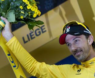 环法首日瑞士车王强势夺魁开幕日五冠王比肩传奇