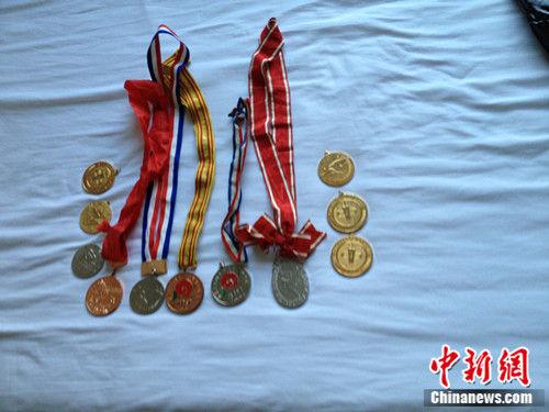 郭萍准备卖掉的奖牌