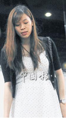 黄妙珠被曝怀孕,李宗伟岳父微笑默认。图片来源:马来西亚《中国报》