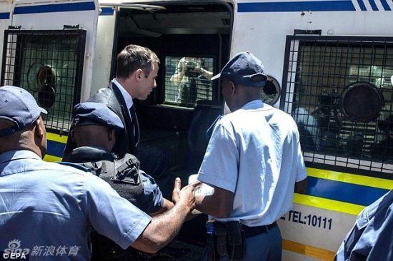 皮斯托瑞斯赴南非比勒陀利亚监狱开始服刑