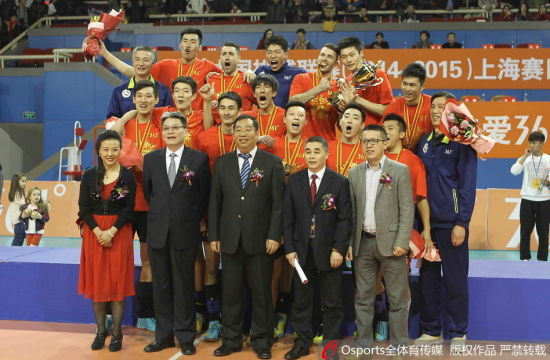 上海男排夺冠后合影