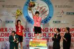 图文-香港羽球超级赛谢杏芳女单夺冠站在最高领奖台