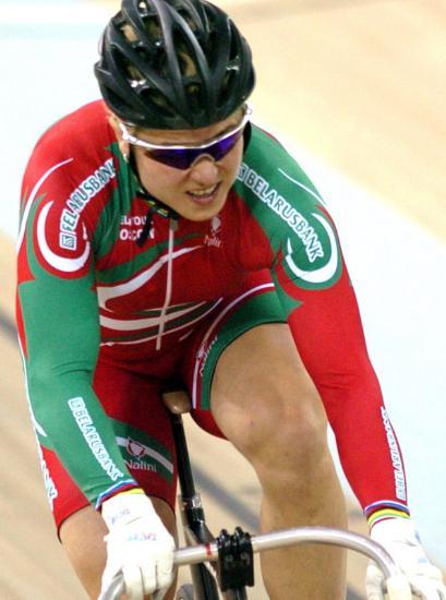 图文-自行车世界杯赛况白俄罗斯选手努力冲刺