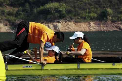 图文-奥运舵手总决赛第二集换位需要小心翼翼