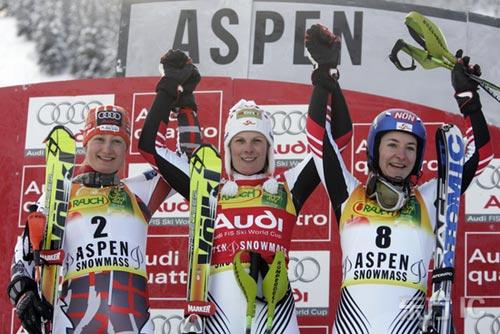 图文-滑雪世界杯回转赛10日赛况冠亚季军携手共庆