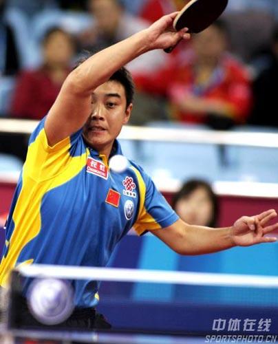 图文-乒联总决赛男单马琳二度捧杯王皓正手弧圈