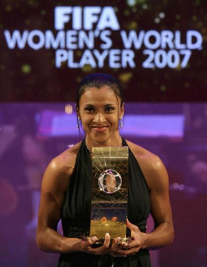 图文-新华社年度国际十佳运动员世界足球小姐玛塔