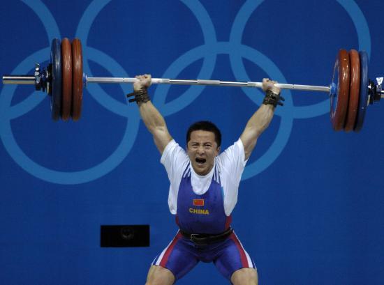 图文-中国历届夏季奥运会金牌得主 石智勇发力一举