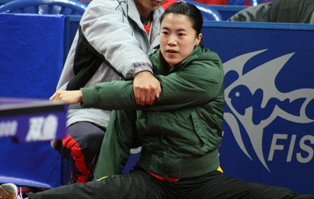 图文-乒球女队内部三对三对抗赛赛况 先拉拉胳膊