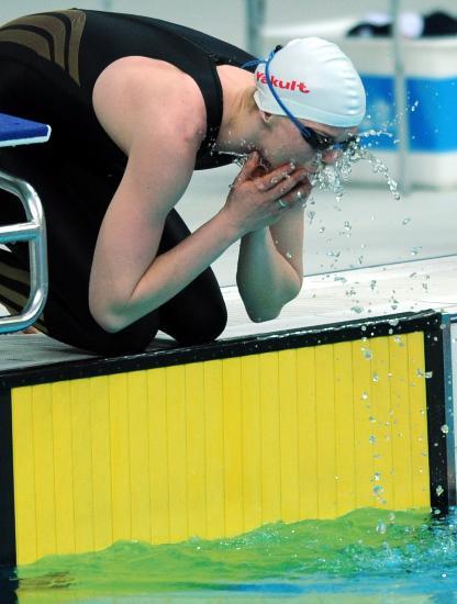 图文-游泳中国公开赛2日赛况 斯特芬激情亲吻水花