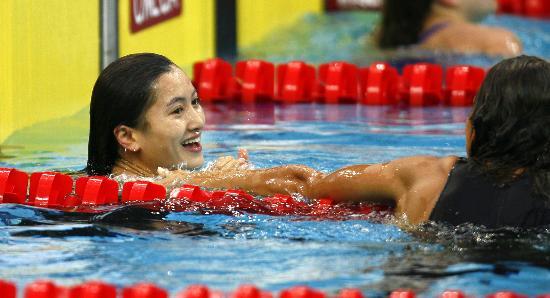 图文-奥运游泳测试赛5日赛况 陈燕燕夺冠很开心