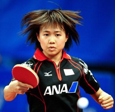 图文-世乒赛女团日本3-1捷克平野早矢香反手回球