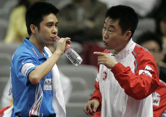 图文-男团1/4决赛香港3-1罗马尼亚高礼泽接受指导