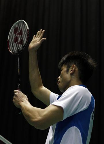图文-全英羽球赛林丹闯过首轮林丹舞拍庆祝胜利