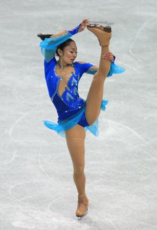 图文-世界花滑锦标赛女单短节目安藤美姬蓝色精灵