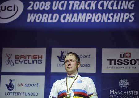 图文-08场地自行车世锦赛 威金斯夺冠后若有所思