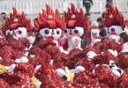 图文-奥运火炬接力在天安门启动 欢欢热情如火