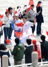 图文-奥运火炬接力启动仪式 刘翔缓缓而来表情怪异