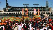 图文-北京奥运圣火在旧金山传递 广场人头攒动