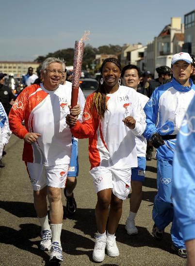 奥运圣火在旧金山传递 NBA总裁斯特恩亲自参与(图)
