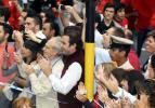 图文-圣火在布宜诺斯艾利斯传递 市民翘首盼望圣火