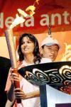 图文-圣火在布宜诺斯艾利斯传递 萨巴蒂妮点圣火盆