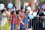 图文-圣火传递活动在马斯喀特举行 观众到场助威