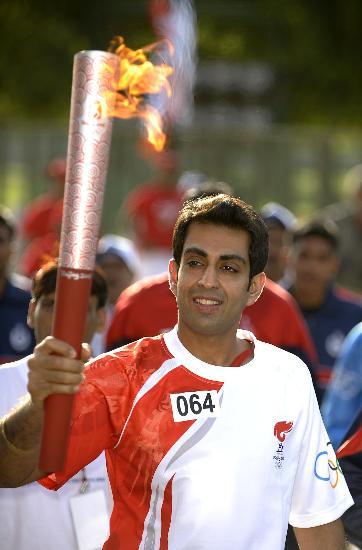 图文-北京奥运圣火在新德里传递 微笑贯穿始终传递