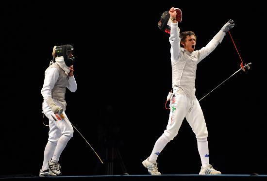 图文-意大利队获男子花剑团体冠军 巴尔迪尼在欢呼