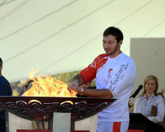 图文-北京奥运圣火在堪培拉传递 索普点燃圣火盆