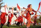 图文-北京奥运圣火在堪培拉传递 中国演员表演