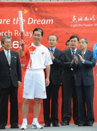 图文-北京奥运会火炬在长野传递 日本棒球队主教练