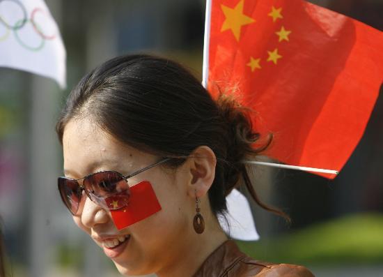 图文-北京奥运圣火在首尔传递 中国的美女更美丽