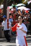 图文-北京奥运圣火在三亚传递 黄圣依靓丽倩影